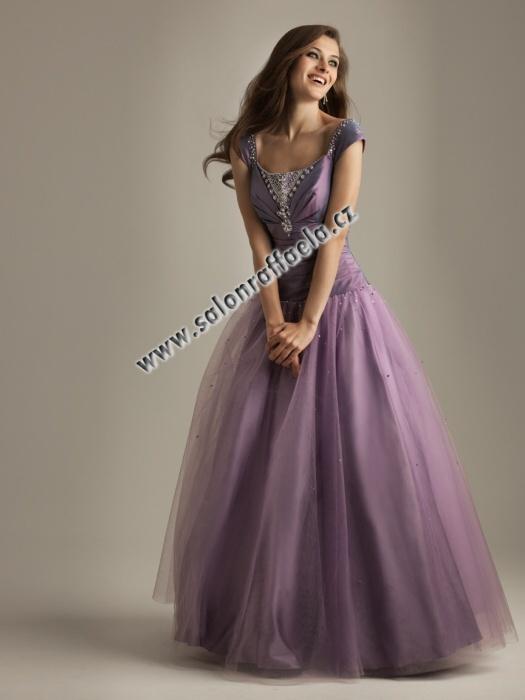 806c72ae5fd Fialové široké plesové šaty