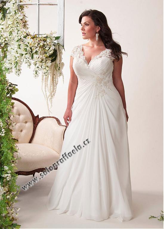Svatebn aty s krajkov mi rameny ide ln pro plno t hl for Robes de taille plus pas cher pour les mariages